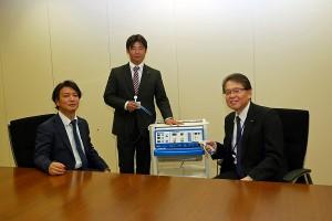 日機装株式会社 木下良彦取締役(右) 浅野拓司市場開発部長(左) 高田正人市場開発リーダー